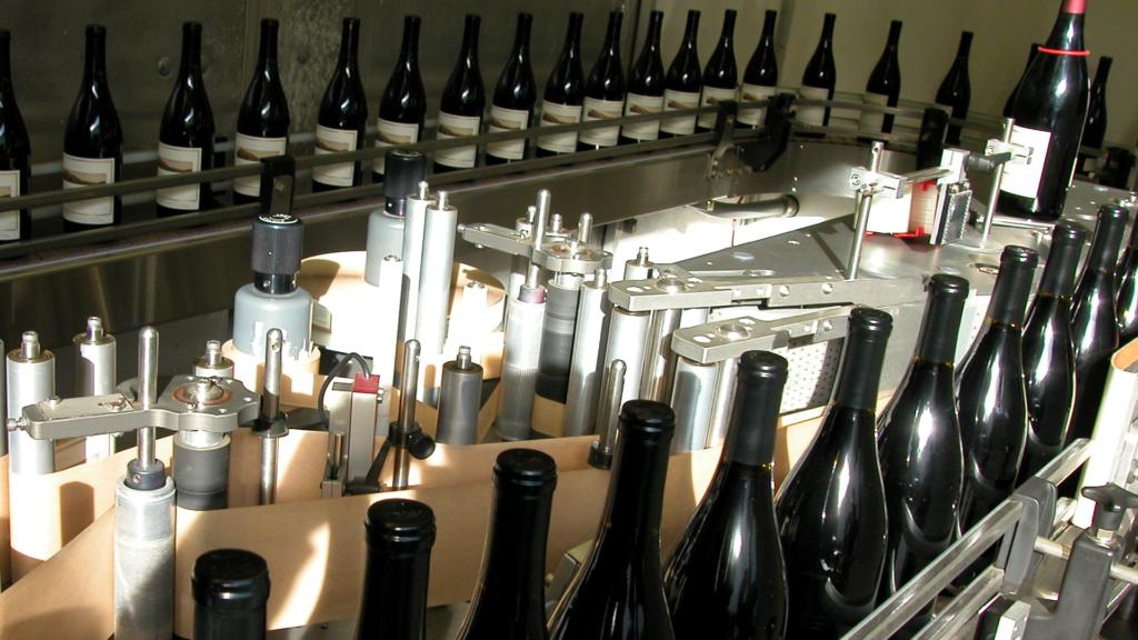 Signature-Mobile-Bottlers-wine-bottling-pacific-northwest-image-1